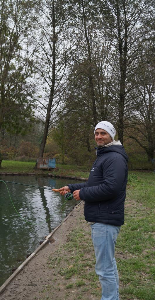 Charles lors de son initiation à la pêche à la mouche