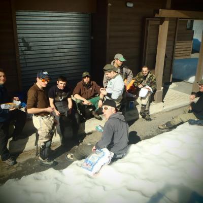 Repas partagé en groupe