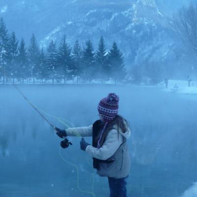 Casting dans la brume hivernale