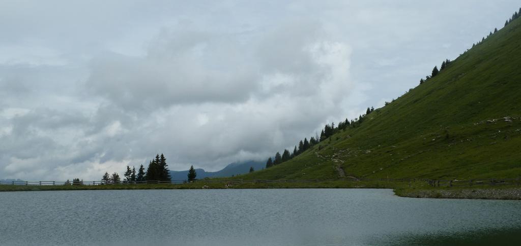 Relief aux abords du lac